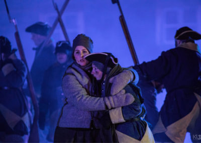 Bilde av Gårdsjente hjelper svensk soldat