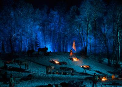 Vinternatt med flere bål, soldater og hester