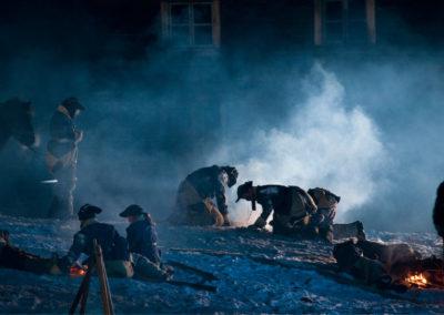 Soldater og bål i vinternatt