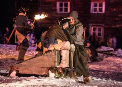 Bilde av Gårdsjente trøster svensk soldat
